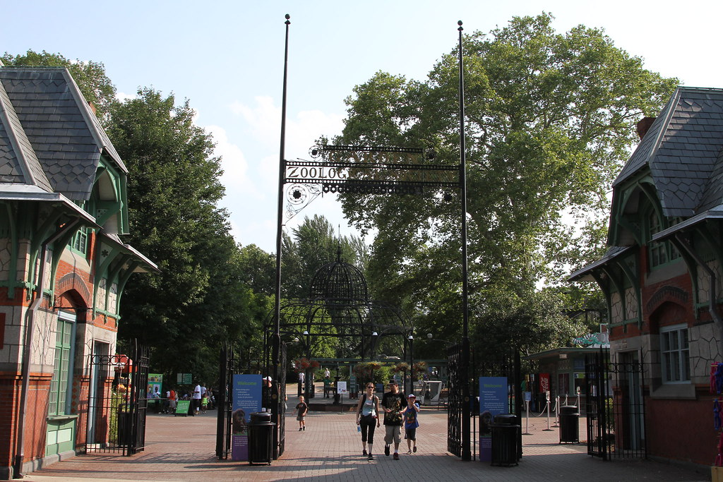 entrance of philadelphia zoo