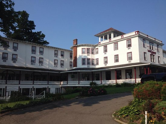 Photo shows the huge facade of the hotel conneaut, including the expansive balcony.